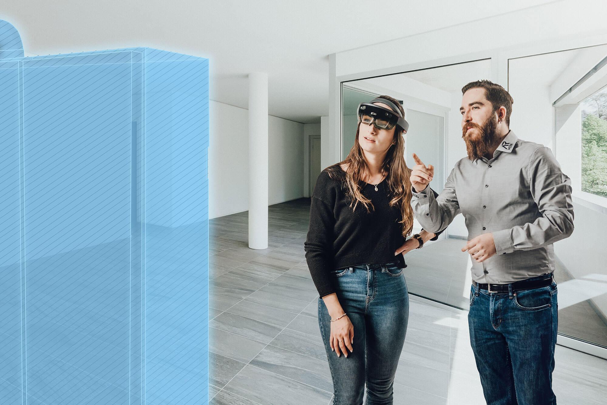 Projekterfasser präsentiert der Kundin das virtuell geplante System